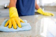 Качественная уборка: клининговая компания или штатный уборщик?